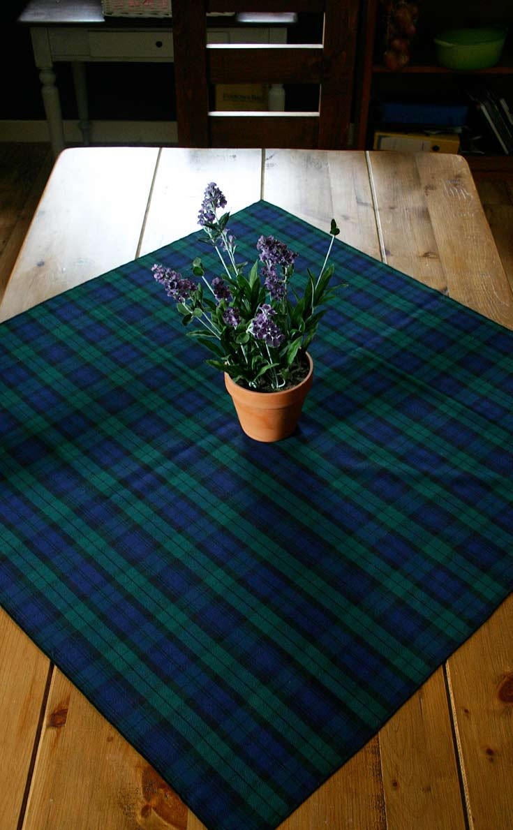 pmgev-sr_pmgev_square_tablecloth_hem_2