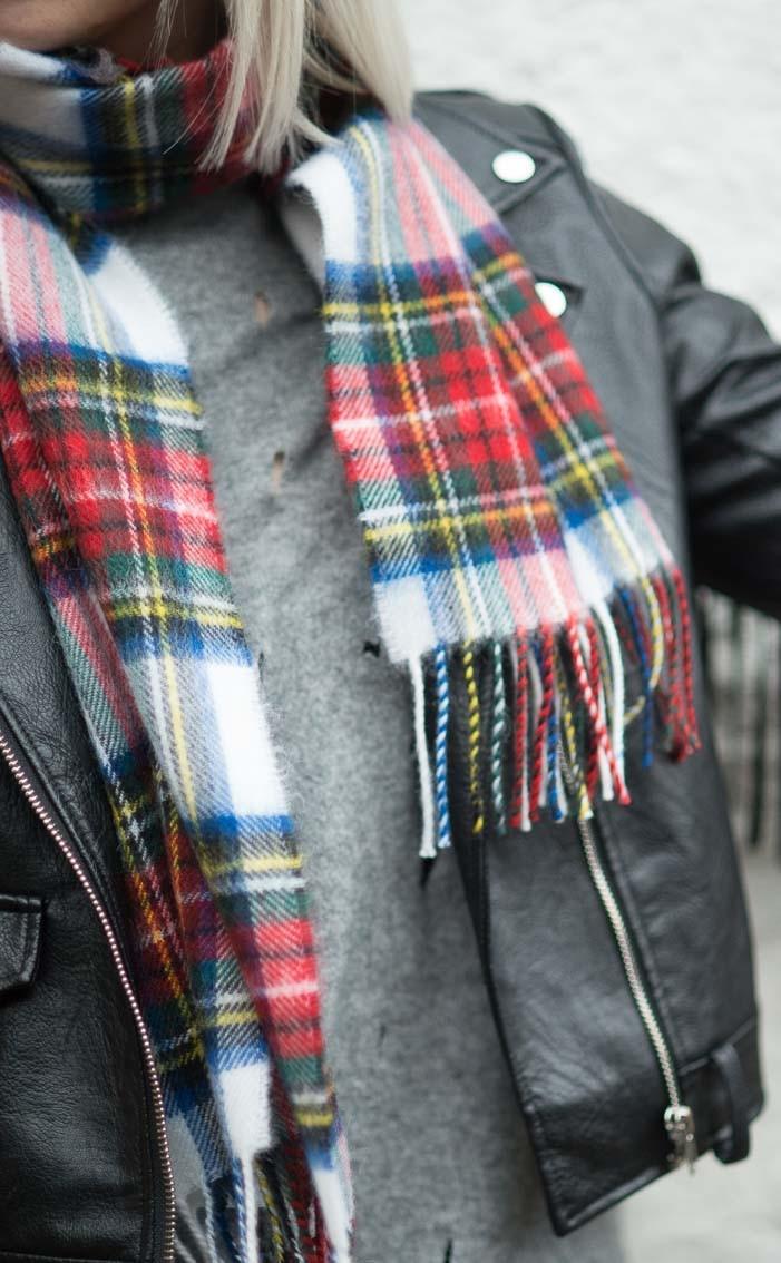 scotweb-ladies-classic-soft-wool-tartan-scarf-stewart_dress_tartan--2