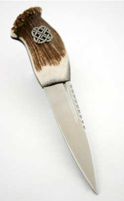 Stag Antler Sgian Dubh, pewter Celtic knot emblem