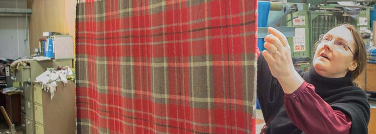 Weaving tartan: finishing the fabric