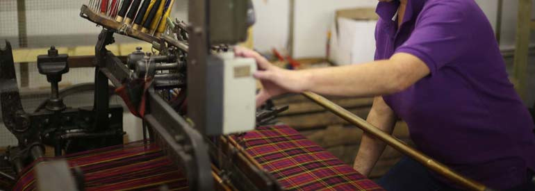 Weaving tartan: weaving your fabric on the loom